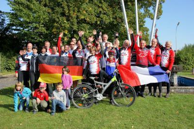 Foto zur Meldung: Radfahrer kommen gut gelaunt in Wenings an