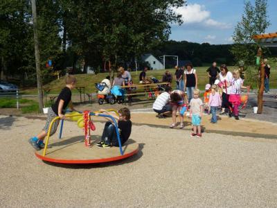 Foto zur Meldung: Einweihung Spielplatz am Sportlerheim in Helbigsdorf