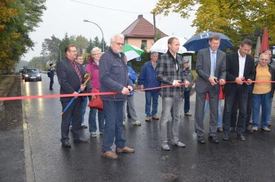 Landrat  und Bürgermeister geben Ortsdurchfahrt Annahütte offiziell frei