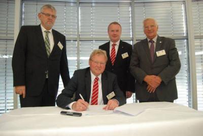 Foto zur Meldung: FLVW und die EAdS unterzeichnen Gesellschaftervertrag