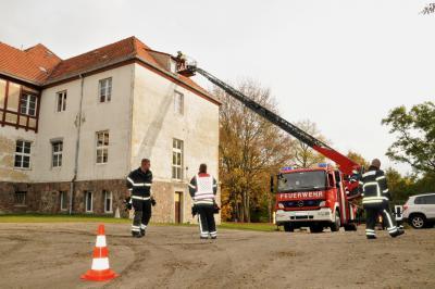 Vorschaubild zur Meldung: Feuerwehren im Mittelzentrum trainieren Einsätze mit Drehleiterfahrzeugen