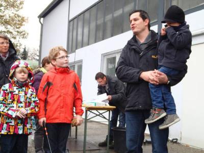 """Foto zu Meldung: 100 freiwillige Helferinnen und Helfer beim """"Tag der sauberen Umwelt"""" 2013"""