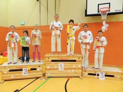 Foto zur Meldung: Die Sportler der Abteilung Karate des SC-Laage konnten zum Jahresabschluss wieder Punkten.