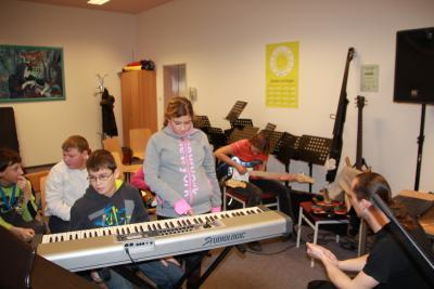 Foto zu Meldung: Förderkinder erfahren Musik