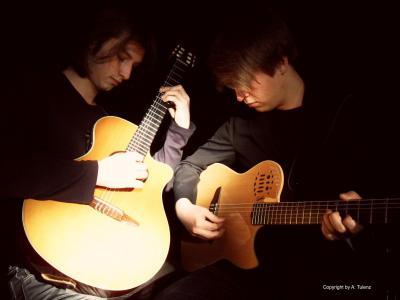 Foto zur Meldung: Mit Volldampf aus dem alten Jahr - Sekt und Gitarrenklänge läuten den Silvestertag im Spreewald-Museum ein