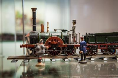 Filigrane Märklin Loks und die tonnenschwere Spreewaldbahn – das Spreewald-Museum steht diesen Winter ganz im Zeichen der Eisenbahn