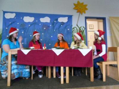 Foto zur Meldung: Theaterluft wehte am Tag vor den Ferien durch unser Schulhaus