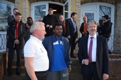Foto zur Meldung: Innenminister besuchte Übergangswohnheim in Sedlitz