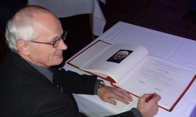 Foto zu Meldung: Eintrag in das Ehrenbuch der Gemeinde