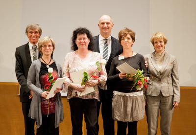 Foto zur Meldung: Heike Wittich, Grundschule Rückersdorf für herausragendes Engagement geehrt