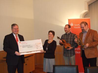 Foto zu Meldung: Erlös des Sparkassenkalenders für Musikschule