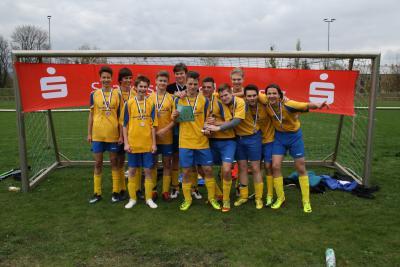 Foto zur Meldung: Kreisfinale Jugend trainiert Fußball WK II in Senftenberg