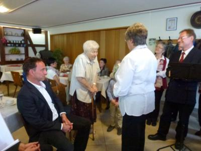 Foto zu Meldung: Frauenchor Schenklengsfeld überbrachte musikalische Glückwünsche zum 90. Geburtstag