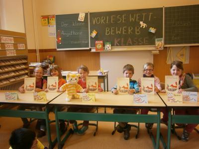 Foto zur Meldung: Lotte gewinnt den Vorlesewettstreit der 1. Klassen unserer Grundschule.