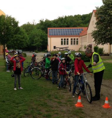 Foto zu Meldung: Vorbereitung auf die Radfahrprüfung Klassenstufe 4