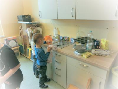 """Foto zur Meldung: Eine kleine Küche für die kleinen Köche der Kita """"Gänseblümchen"""" Stegelitz"""