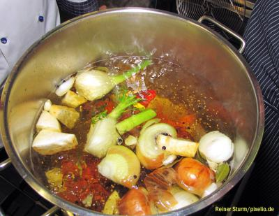 Foto zu Meldung: Cabanossi-Suppe - scharf gewürzt