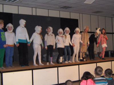 Foto zur Meldung: Aufführung der Theater-AG der Grundschule Schuby