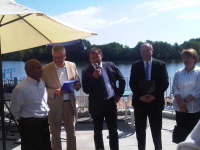 Foto zur Meldung: Der Minister ging nach der Eröffnung baden