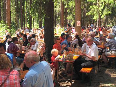 Foto zur Meldung: Thusfest | Schönes Wetter lockt Besucher aus der ganzen Region
