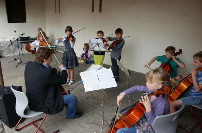 Foto zur Meldung: Buntes Unterhaltungsprogramm beim Schulfest in Wenings