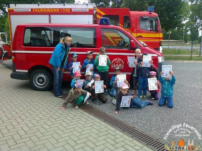 Foto zur Meldung: Abschlussübung der AG Feuerwehr der Kita Zwergenland