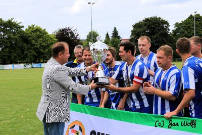 Foto zur Meldung: Supercup 2014 - SV Blau-Weiß Günthersdorf siegt im Elfmeterschießen
