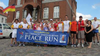 Foto zur Meldung: World Harmony Run-Team machte in Laage Station