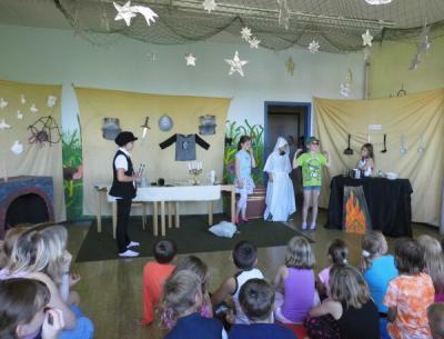 Foto zur Meldung: Erlösung der Burggespenster durch unsere Theatergruppe