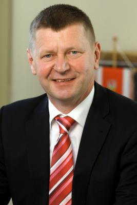 Foto zur Meldung: Landrat Siegurd Heinze zur Ernennung Jörg Steinbachs zum Präsidenten der BTU Cottbus-Senftenberg