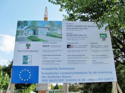 Foto zur Meldung: Dorftheater Zielitz – der Bau geht weiter