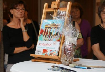 """Foto zur Meldung: Eröffnung der Ausstellung mit Gemälden aus dem Buch """"Acrylmalerei"""" von Anja Gensert"""