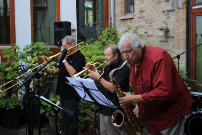 """Foto zur Meldung: Krönender Abschluss der Konzertreihe """"Live im Hof"""" mit Wilson de Oliveira und Joe Gallardo"""