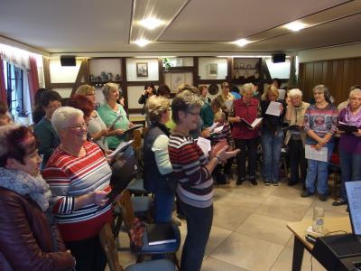 Foto zu Meldung: Frauensingkreis Wehrshausen und Frauenchor Schenklengsfeld gemeinsame Chorprobe