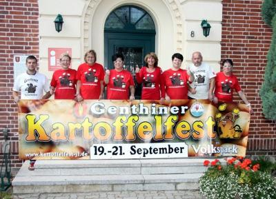 Foto zur Meldung: Knollenthinchen und das Organisationsteam lädt zum 21. Genthiner Kartoffelfest vom 19. bis 21. September 2014