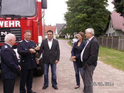 Foto zur Meldung: Übergabe Tanklöschfahrzeug an die Löschgruppe Menz