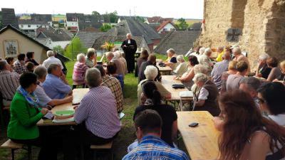 Foto zur Meldung: Ritterlicher Zweikampf beim Oberneiser Burgfest