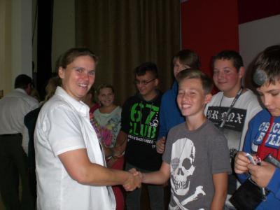 Foto zur Meldung: Schulleiterin begrüßt neue Schüler und Lehrer