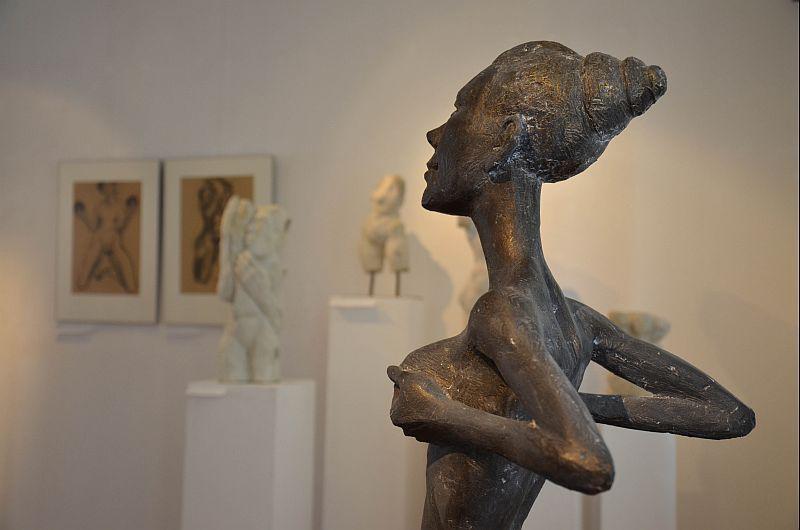 museum zeigt unter strom drei phasen skulpturen von knuth seim. Black Bedroom Furniture Sets. Home Design Ideas