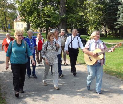 Vorschaubild zur Meldung: Wandern und Singen auf kleiner Liederweg-Runde