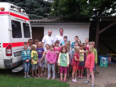 Foto zur Meldung: Die Hortkinder aus Wörmlitz übten die stabile Seitenlage