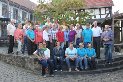 Bild: die Helferinnen und Helfer mit Bürgermeister Bernd Heine (2. von rechts)