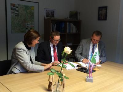Foto zur Meldung: Partnerschaft für Highspeed Internetanschluss - KOMNEXX unterschreibt Pachtvertrag als Netzbetreiber