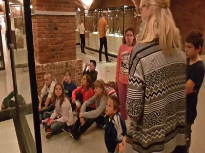 Foto zu Meldung: Wandertag der 5. Klassen nach Berlin ins Äqyptische Museum