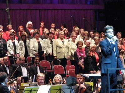 Foto zur Meldung: Kammerchor auf großer Bühne mit dabei