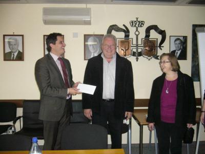 Foto zur Meldung: Spendenübergabe des Gesangvereins