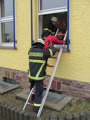 Foto zur Meldung: Feuerwehrübung in der Argenthaler Grundschule