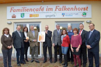 Foto zu Meldung: Ein lebendiger Ort im Ort – Familiencafé im Falkenhorst wird mit Gütesiegel ausgezeichnet