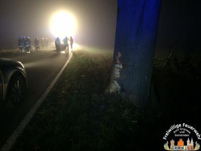 Foto zu Meldung: PKW auf der L 222 überschlagen - 2 Verletzte Personen