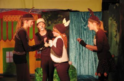Foto zur Meldung: Osterhasen zum Nikolaus im Holzhaustheater